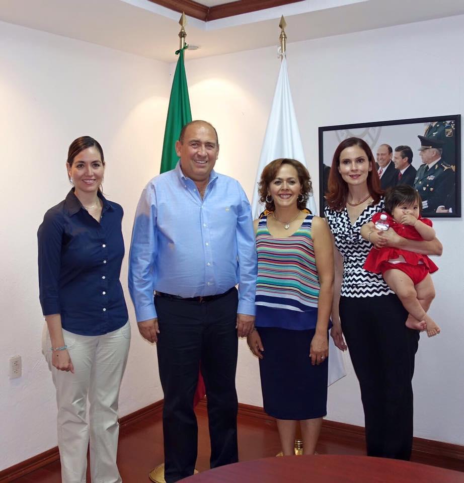 Olga en trabajo con el Gobierno MX