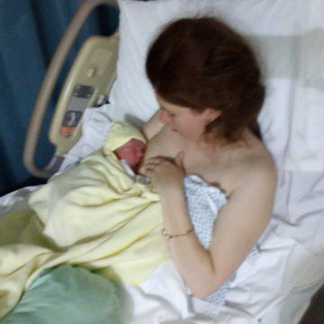 La capacidad del bebé de prenderse al pecho sin ayuda