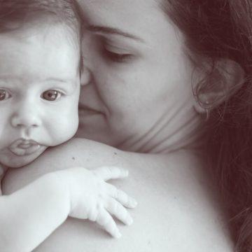 Cómo conseguir que una madre adoptiva pueda dar el pecho