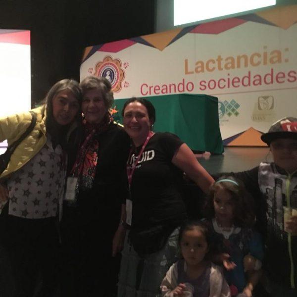 Lucía, Bárbara y Renate en el Congreso Internacional de la Liga de La Leche, CDMX